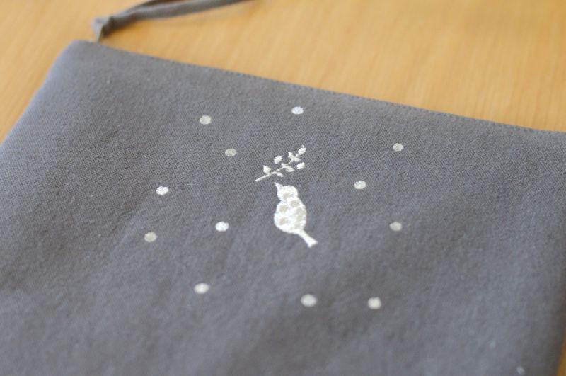画像1: ひらつつみ(大)刺繍「雪鳥/ゆきどり」くもり色