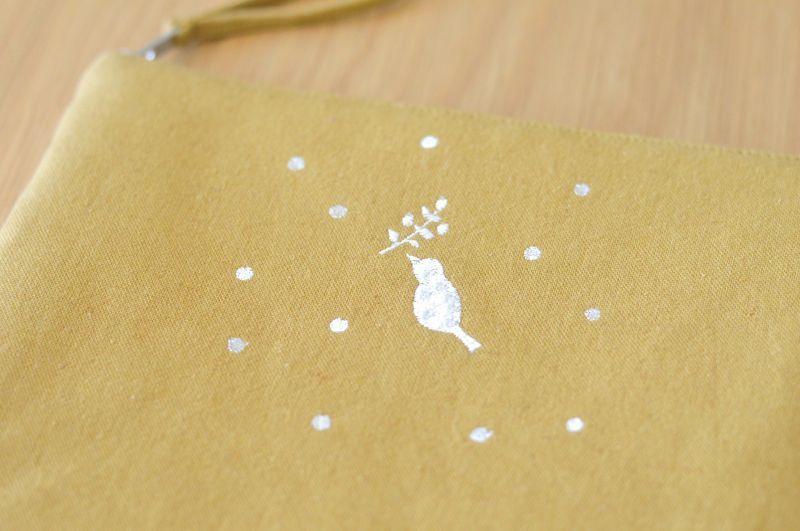 画像1: ひらつつみ(大)刺繍「雪鳥/ゆきどり」からし色