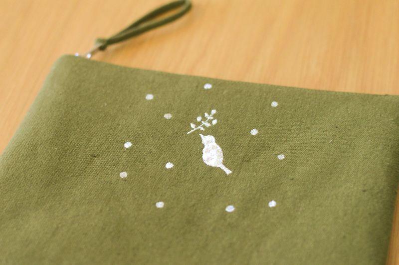 画像1: ひらつつみ(大)刺繍「雪鳥/ゆきどり」こけ色