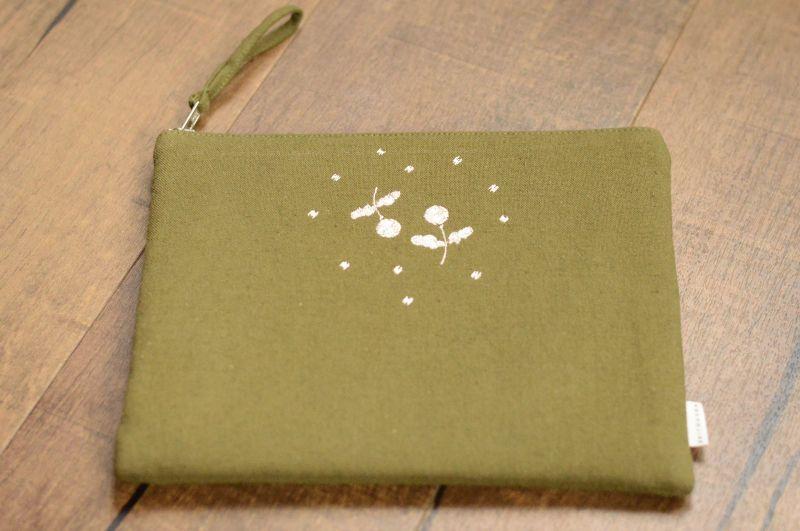 画像1: 刺繍ひらつつみ(大)「木いちご」モスグリーン (1)